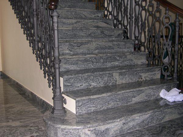 Scala in marmo e non solo lavorazioni in marmo - Granito per scale ...