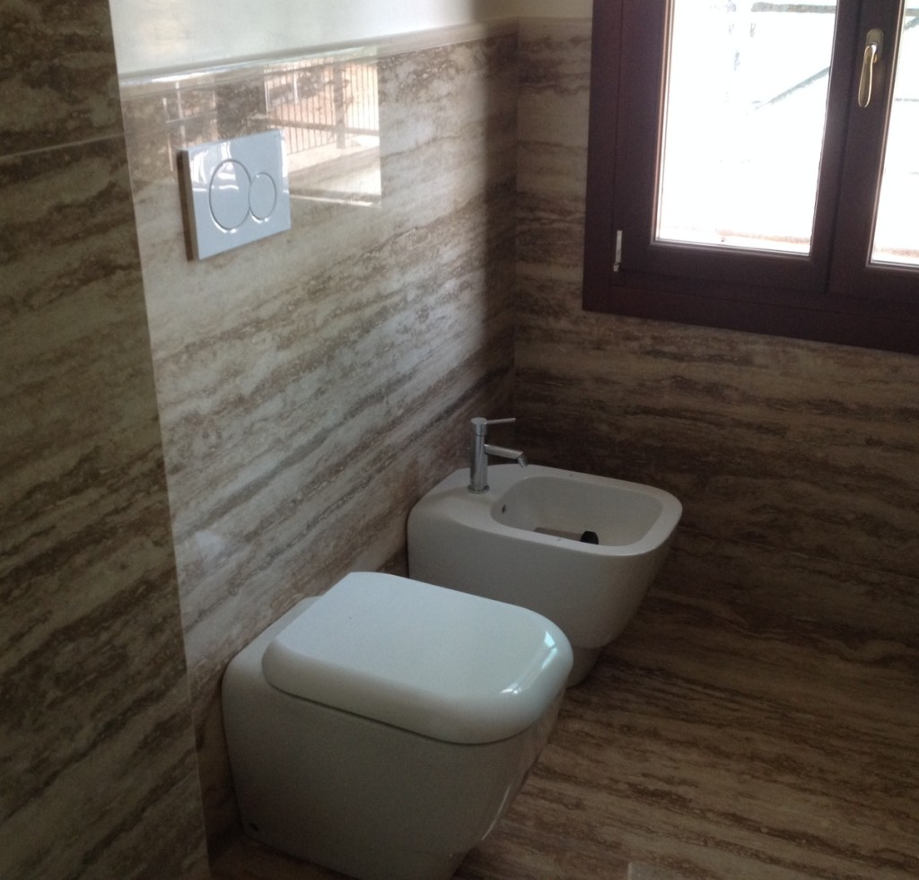 Travertino per tutti gli usi lavorazioni in marmo - Rivestimenti per bagno piccolo ...